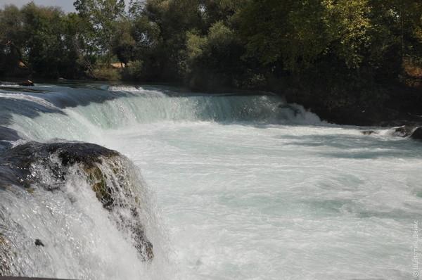 Водопад красивый, но перепад высот небольшой (1,5-2 м)