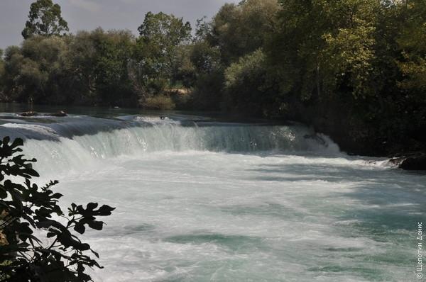 Селевкия находится километрах в 20 от Манавгата, и по дороге можно заехать на одноименный водопад