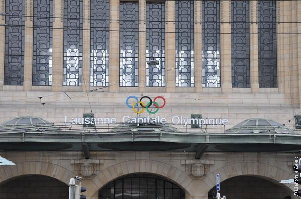 В Лозанне находится штаб-квартира Международного олимпийского комитета, о чем сообщают уже прямо на железнодорожном вокзале