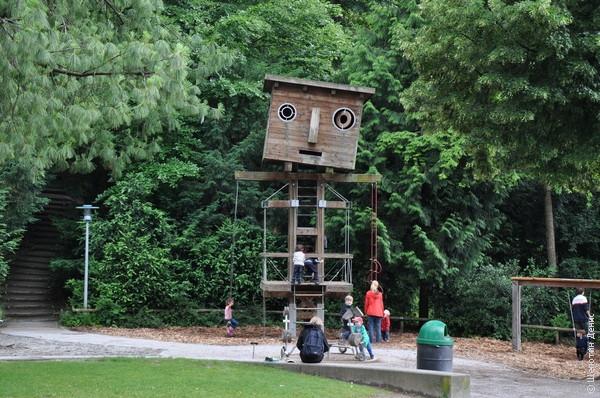 Детская площадка в парке Милан