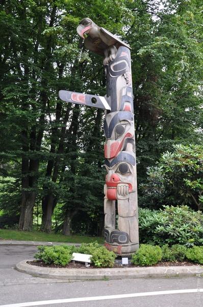 Парк Олимпийского музея. Тотем из Ванкувера