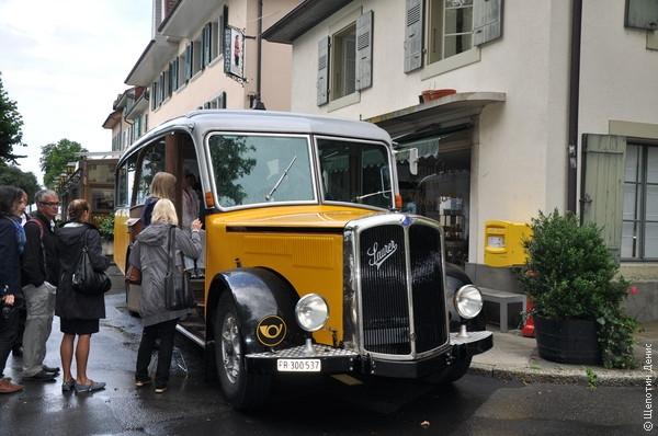 В Кюлли приехали не просто так, а на дегустацию, куда нас доставил вот такой колоритный ретро-автобус