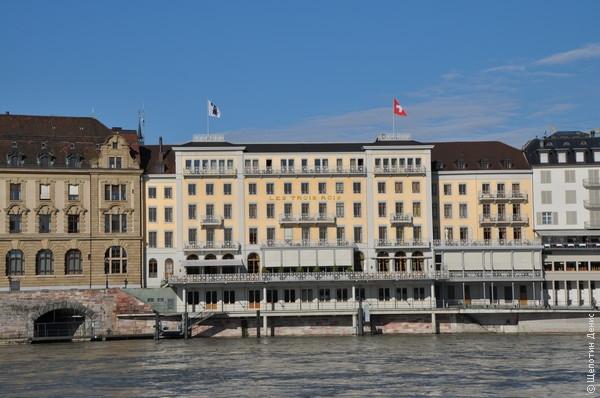 """Отель """"Три короля"""" имеет собственную пристань для постояльцев, прибывающих по Рейну"""