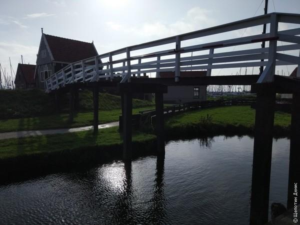 Но жемчужина Энкхёйзена - это музей Зёйдерзее - этнографический парк, восстанавливающий местный быт первой половины XX века