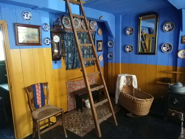 И жилая комната при галантерейной лавке