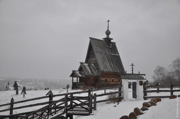В 1982 г. на гору Левитана перенесли похожую церковь Воскресения из села Билюково