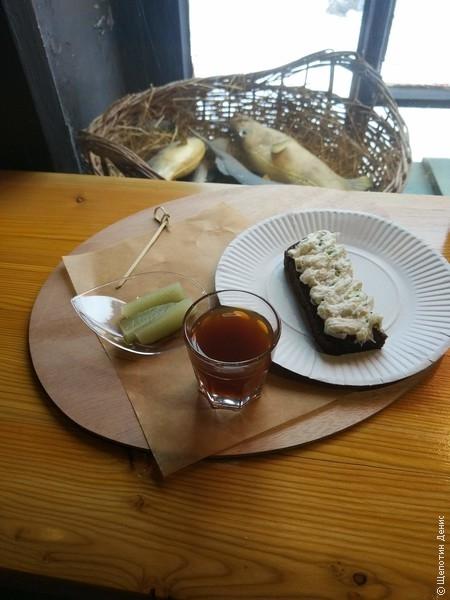 """В """"Рыбном углу"""" также подают отличные настойки, например, """"шаляпинский чай"""" на перце"""