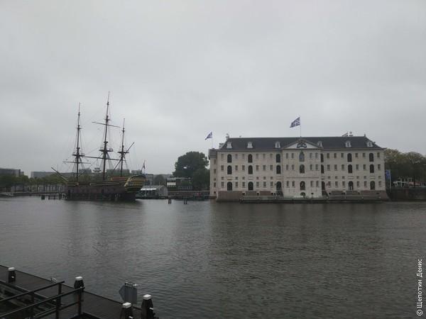 Амстердам традиционно встретил дождём, поэтому несколько часов до поезда в <a href=http://shchepotin.ru/foto.php?album=65>Хоорн</a> решил провести в Музее судоходства