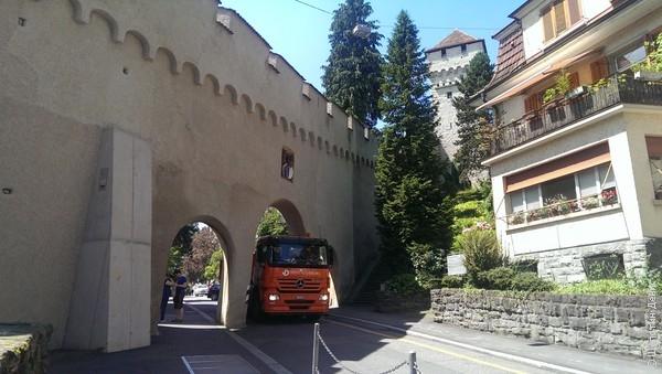А еще в Люцерне сохранилась средневековая городская стена, на которую можно абсолютно беспрепятственно забраться